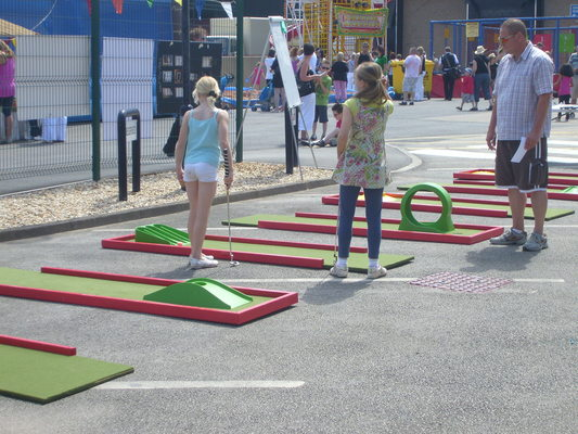 Mobile Crazy Golf course hire